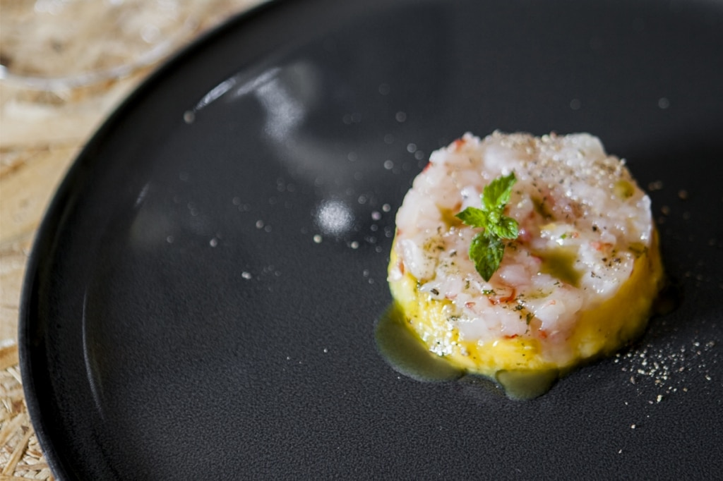Tartare di gamberi rossi al mango con olio alla menta
