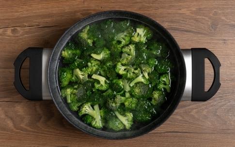 Preparazione Pasta con broccoli e salsiccia - Fase 1
