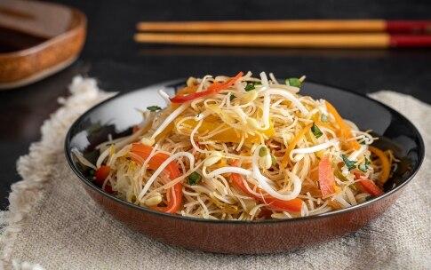 Preparazione Spaghetti di riso con verdure - Fase 4