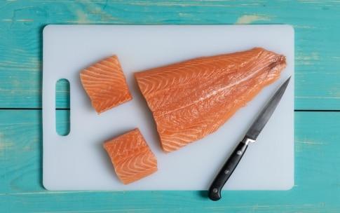 Preparazione Bocconcini di salmone alla senape e corn flakes - Fase 1