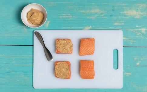 Preparazione Bocconcini di salmone alla senape e corn flakes - Fase 2