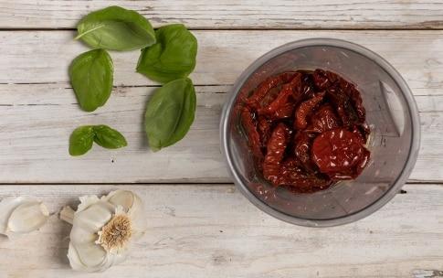 Preparazione Bocconcini di scamorza fritti con pesto di pomodori secchi - Fase 1
