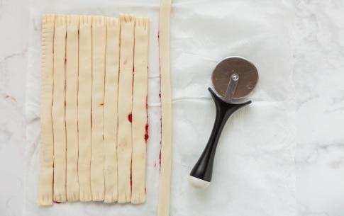 Preparazione Girelle di pasta sfoglia alla marmellata - Fase 2