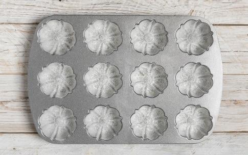 Preparazione Mini bundt cake alle mele  - Fase 3