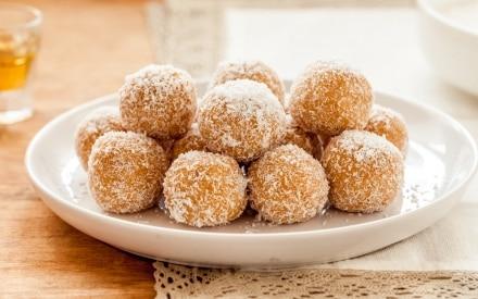 Tartufini cocco, cioccolato bianco e limone