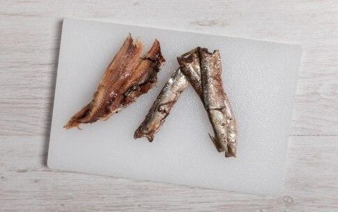 Preparazione Pasta con tonno e acciughe - Fase 1