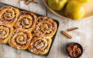 Apple rolls di mele con cannella e noci pecan