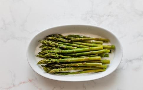 Preparazione Gratin di asparagi verdi, toma e nocciole - Fase 2