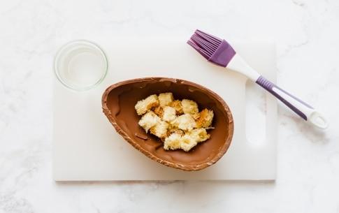 Preparazione Uovo di Pasqua ripieno di crema al mascarpone - Fase 2