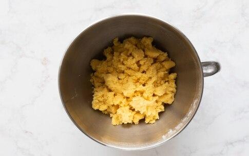 Preparazione Sbriciolata con crema Rossana - Fase 2