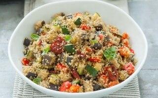 Quinoa con verdure in pentola a pressione