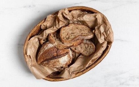 Preparazione Insalata di pane e pomodori - Fase 1