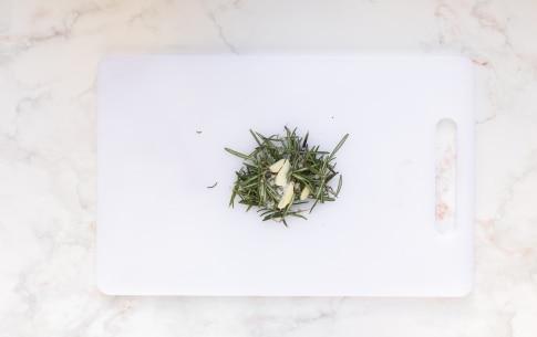 Preparazione Pomodorini saporiti in padella - Fase 1