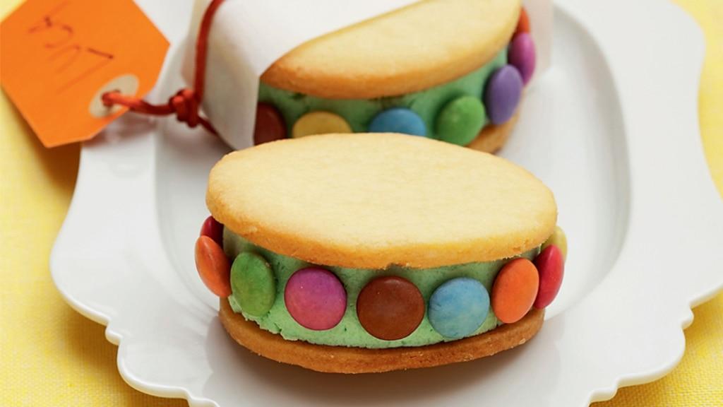 Sandwich di gelato a pois colorati