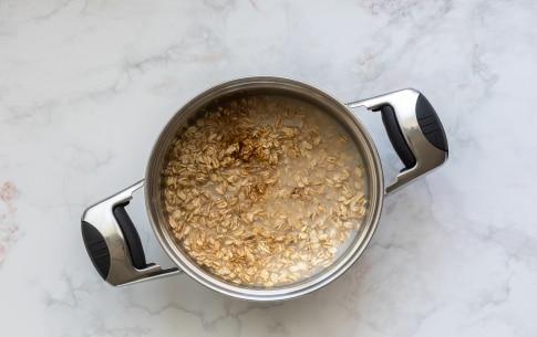 Preparazione Porridge di avena alla pera dell'Emilia Romagna IGP, cannella e lamponi  - Fase 2