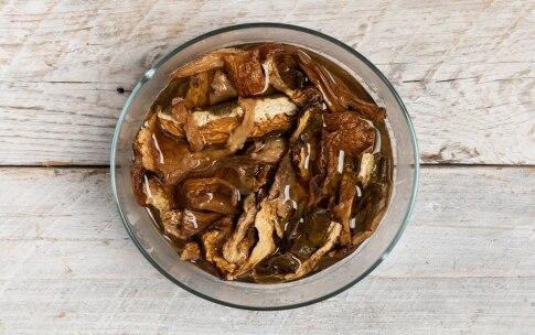 Preparazione Risotto ai funghi porcini secchi - Fase 1