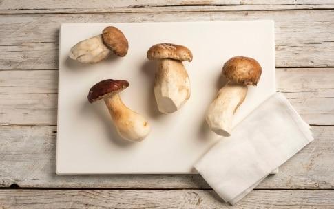 Preparazione Insalata di funghi porcini - Fase 1