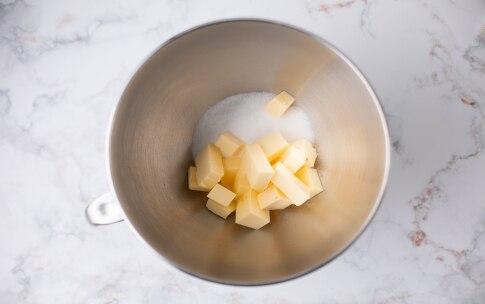 Preparazione Sbrisolona di mele - Fase 1