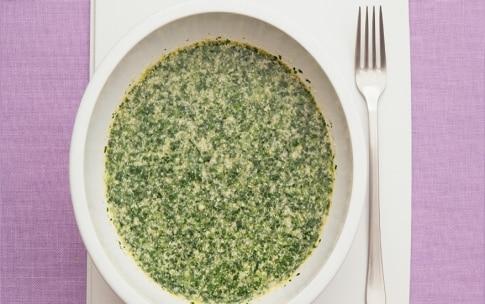 Preparazione Frittapizza margherita agli spinaci - Fase 1