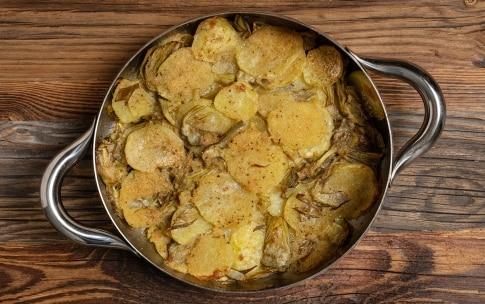 Preparazione Carciofi e patate in padella - Fase 4
