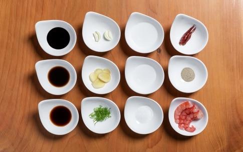 Preparazione Gamberi ubriachi con pinoli e salsa di soia - Fase 1