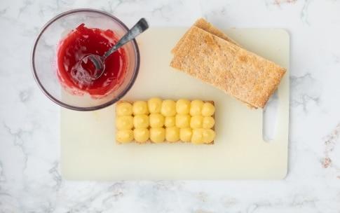 Preparazione Millefoglie alla crema pasticciera e lamponi - Fase 4