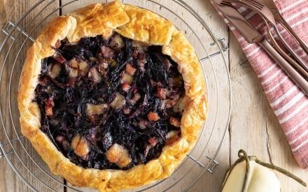 Torta salata con cavolo viola e provola
