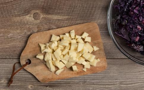 Preparazione Torta salata con cavolo viola e provola - Fase 2