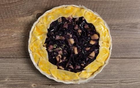 Preparazione Torta salata con cavolo viola e provola - Fase 4