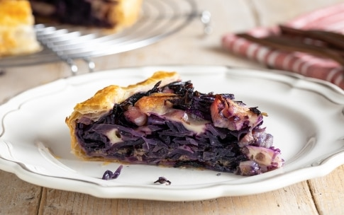 Preparazione Torta salata con cavolo viola e provola - Fase 5