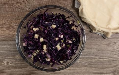 Preparazione Torta salata con cavolo viola e provola - Fase 3
