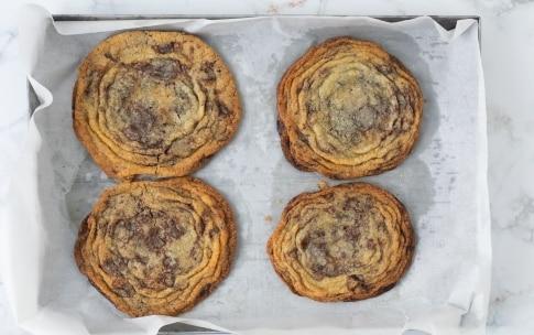 Preparazione Giant chocolate chip cookies  - Fase 4
