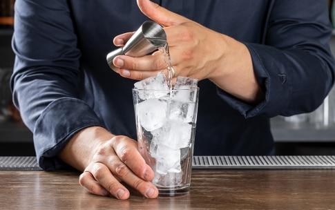Preparazione Gin Fizz - Fase 2
