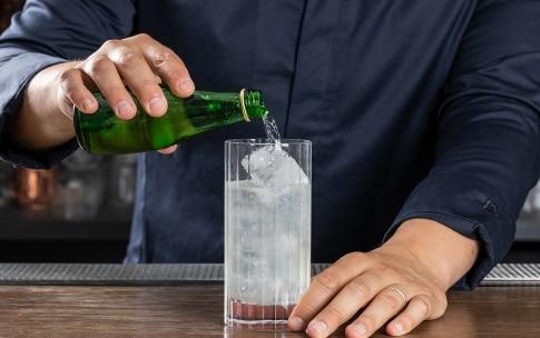 Preparazione Gin Fizz - Fase 4