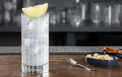 Preparazione Gin Fizz - Fase 6