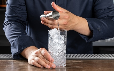 Preparazione Gin Tonic - Fase 1