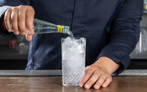 Preparazione Gin Tonic - Fase 2