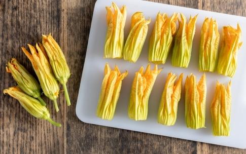 Preparazione Fiori di zucca fritti in tempura - Fase 1