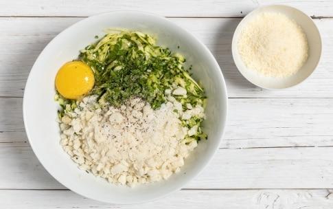 Preparazione Polpette di zucchine al forno - Fase 1