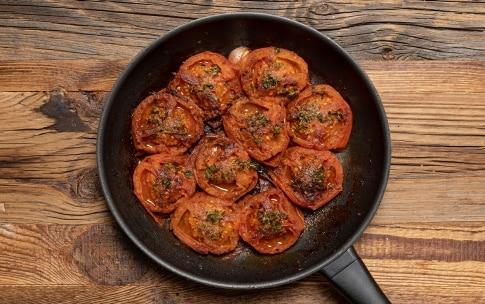 Preparazione Pomodori in padella - Fase 2