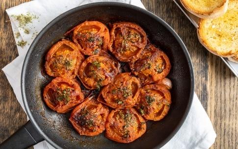 Preparazione Pomodori in padella - Fase 3