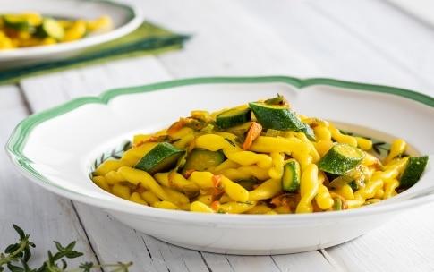Preparazione Strozzapreti con zucchine e zafferano - Fase 3