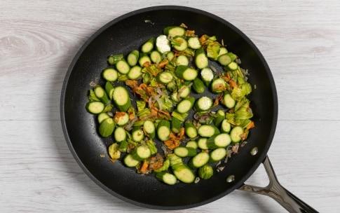 Preparazione Strozzapreti con zucchine e zafferano - Fase 2
