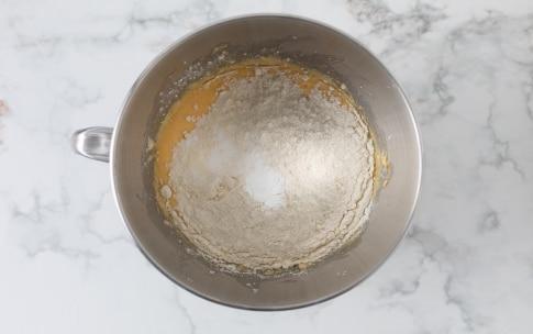 Preparazione Torta con mirtilli e noci pecan - Fase 2