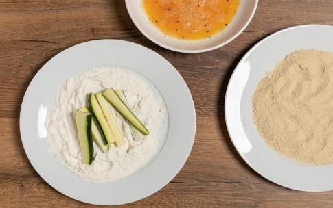 Preparazione Zucchine impanate al forno - Fase 1
