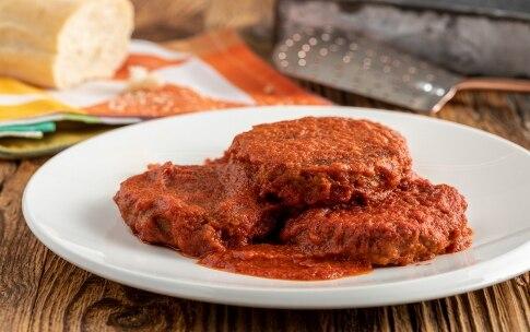 Preparazione Burger alla pizzaiola con carne a base vegetale  - Fase 2