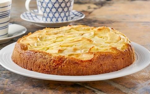 Preparazione Torta di mele in 15 minuti senza uova e senza burro - Fase 4
